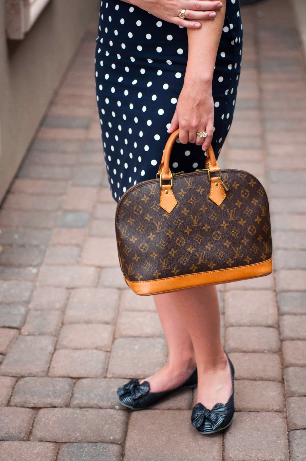 louis vuitton alma, louis vuitton, louis vuitton alma original monogram print, bow flats, polka dot pencil skirt, polka dots, ootd