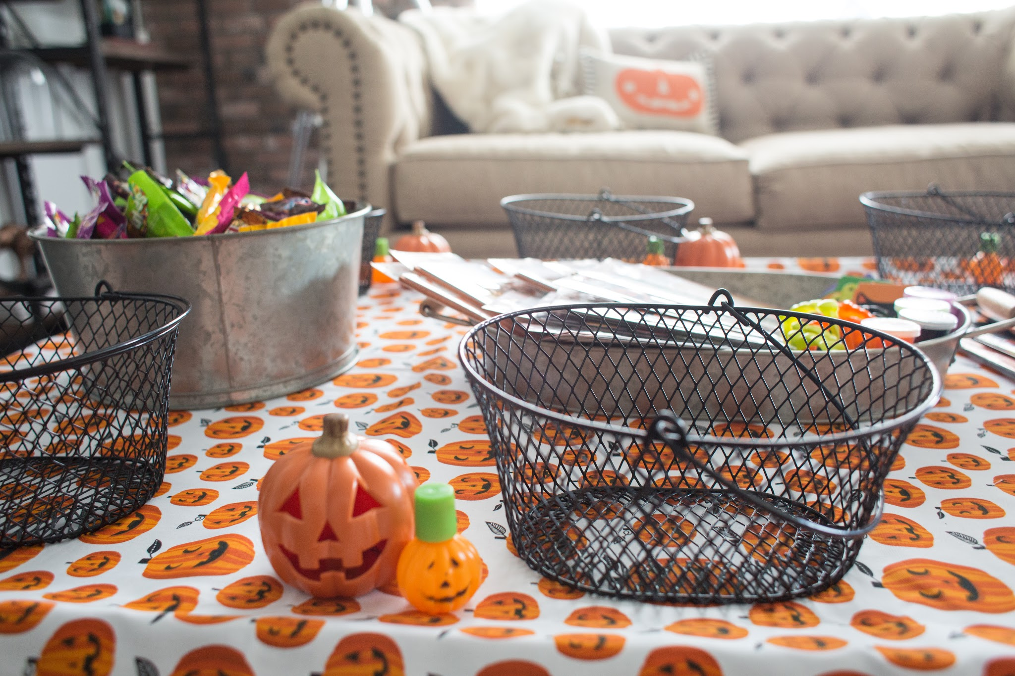 Cute Halloween Party Decorations and Treats