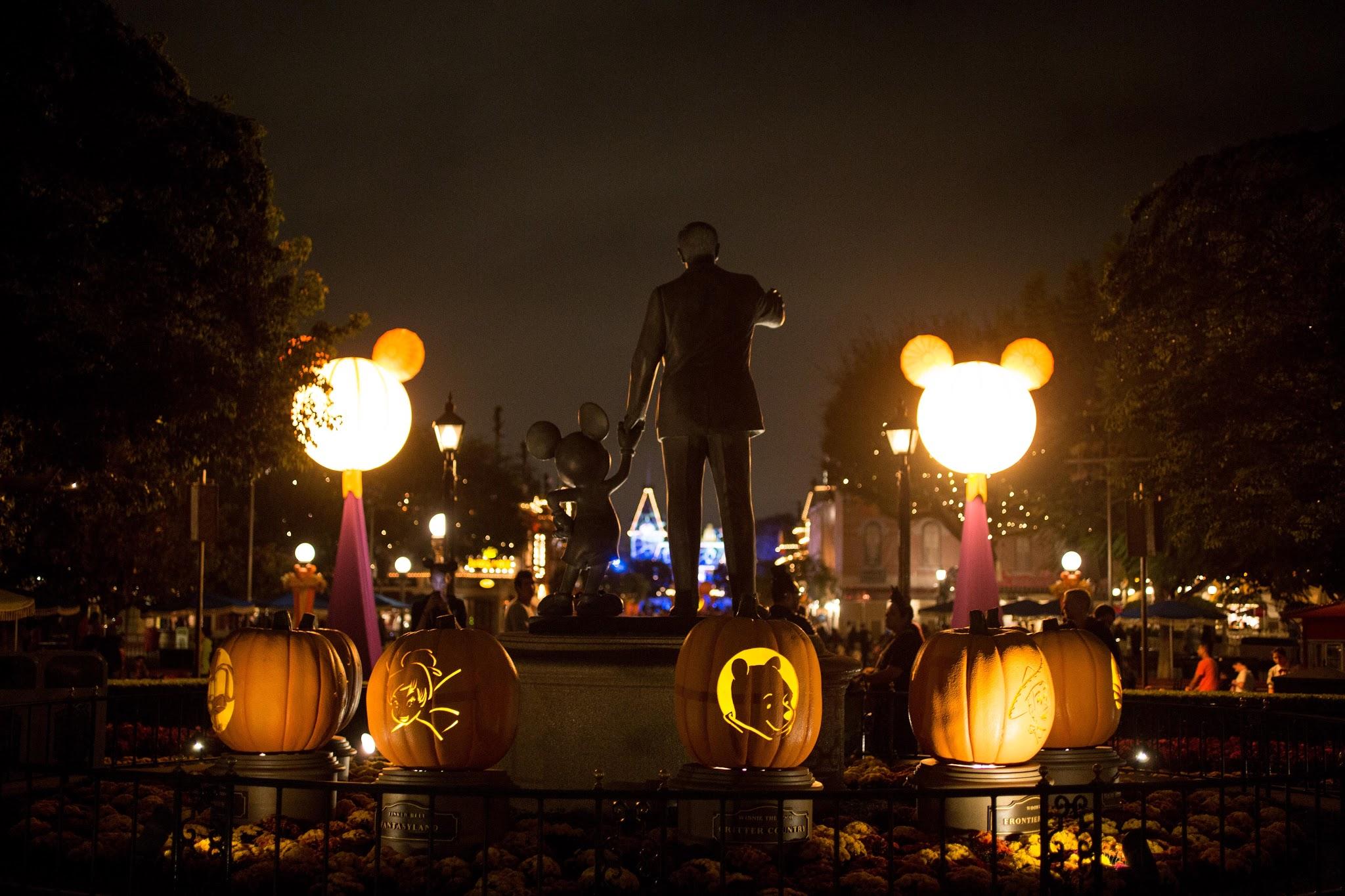 Mickeys Halloween Party! | Kelsey Bang