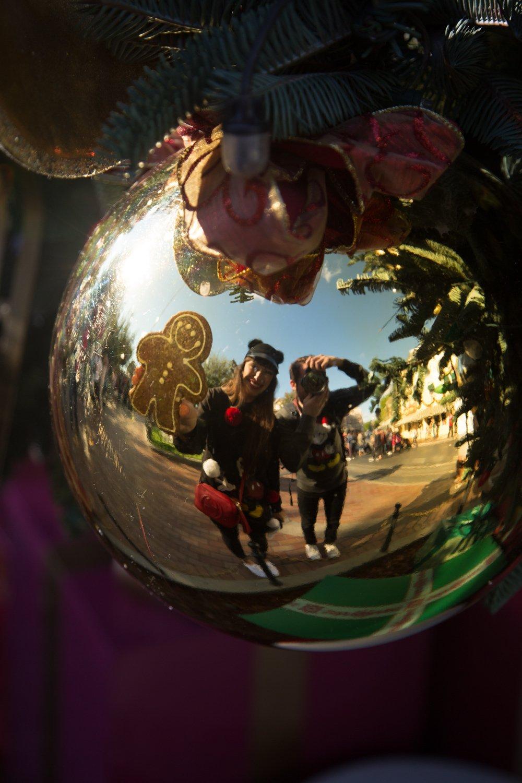 disneyland-at-christmas-time-11