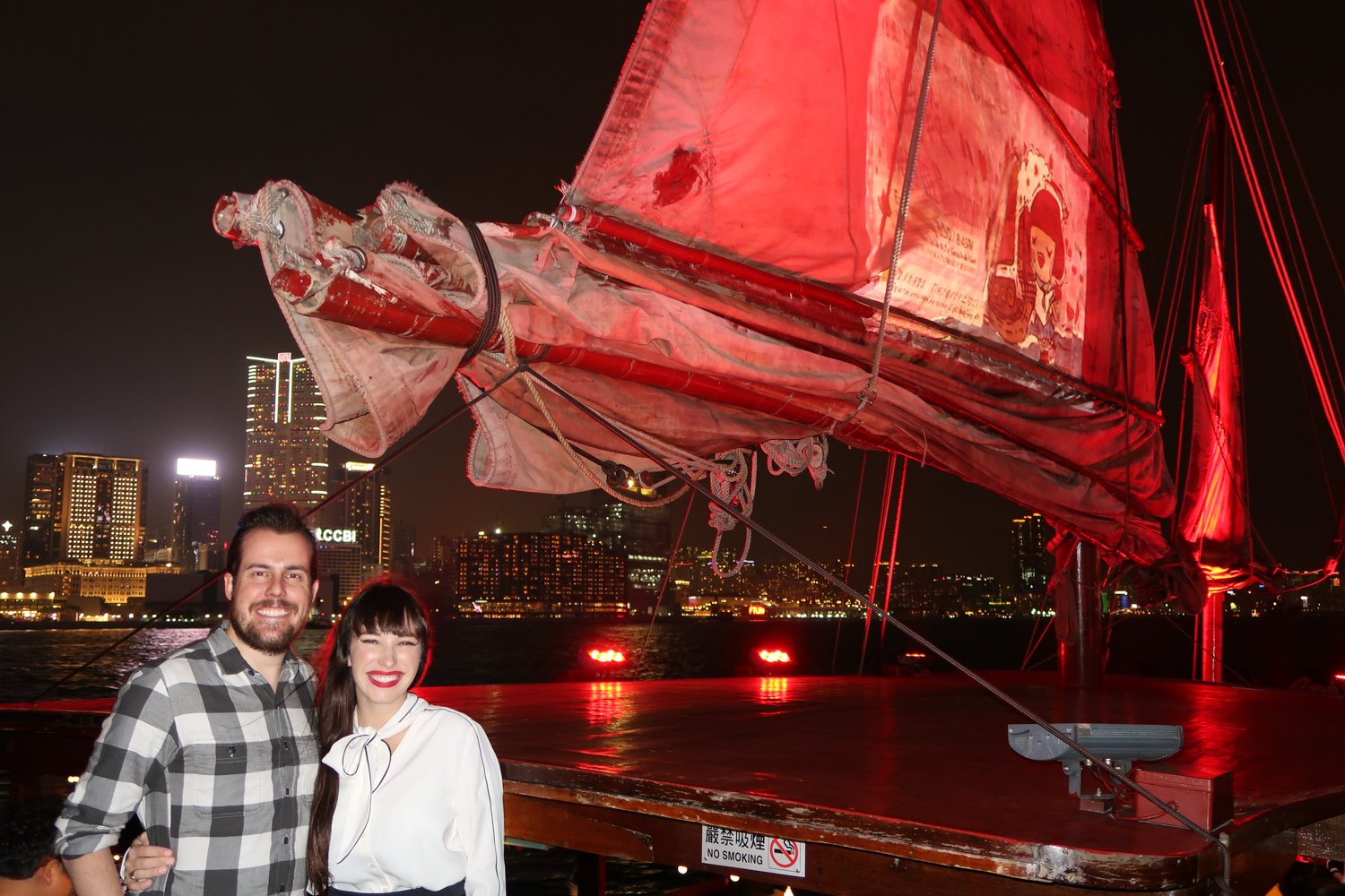 riding a junk boat in hong kong-2