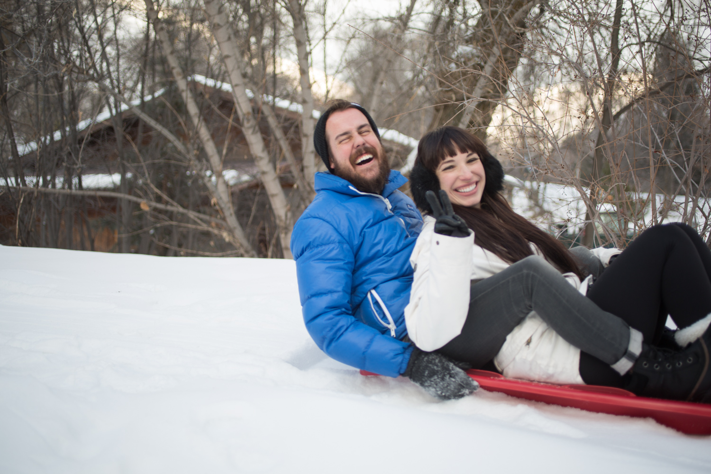 Couples Sledding Date im Matching Sorel Boots